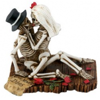 Love Never Dies Collectible Figurine Skeleton Skull Statue Sculpture - Worth $17.95